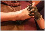 ボディーアロマ・コンディショニング足指施術風景